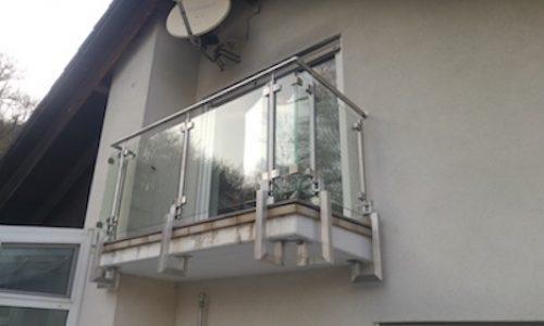 Balkons ar stikla margām