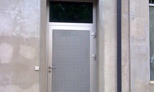 Alumīnija durvis ar matētu stiklu
