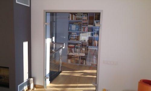 Stiklotas durvis